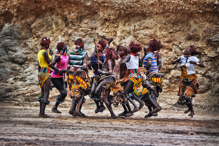 hamar girls dancing on ukuli bula - bull jumping ceremony
