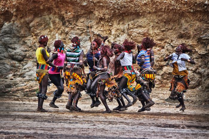 hamar girls dancing on ukuli bula - bull jumping ceremony